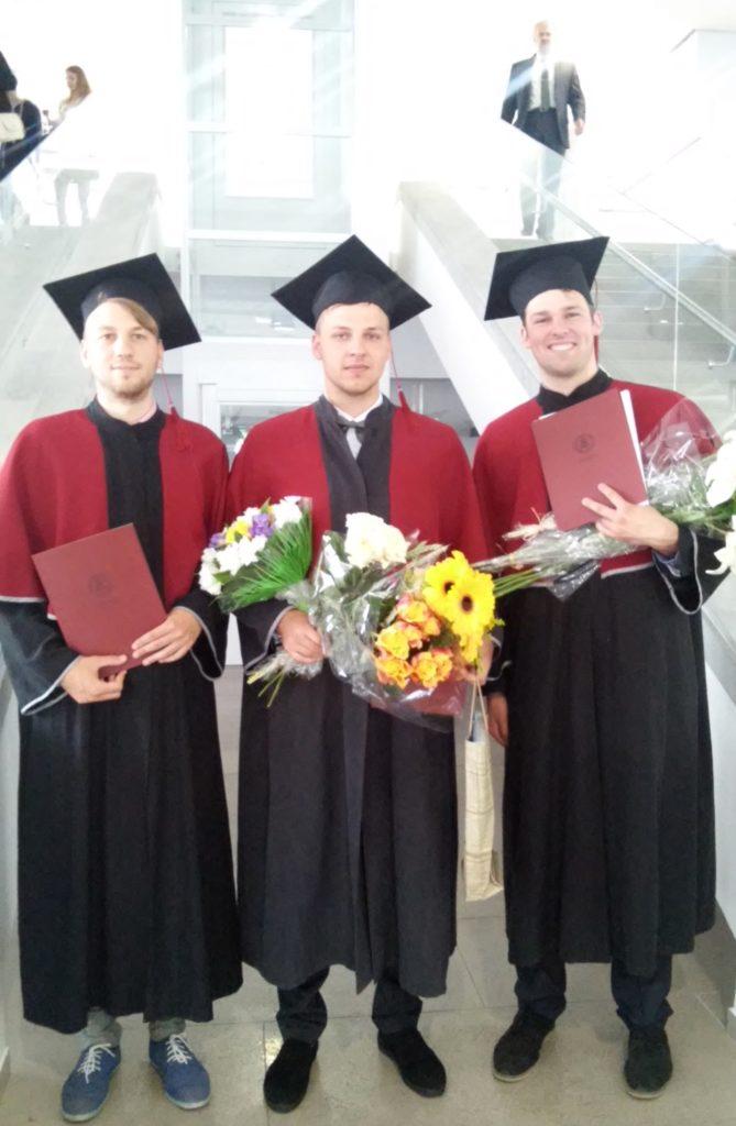 VDU-diplomų-teikimo-šventė.-Simonas-Jazavita-dešinėje